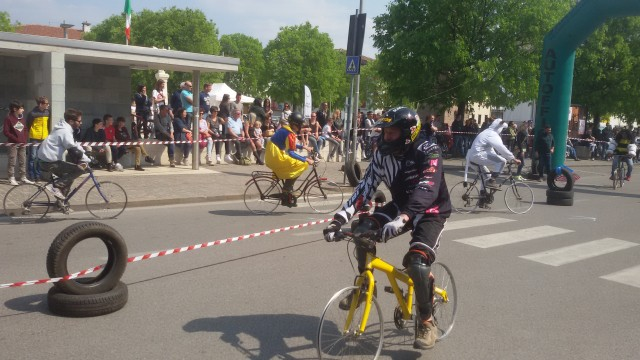 gara biciclette senza copertoni